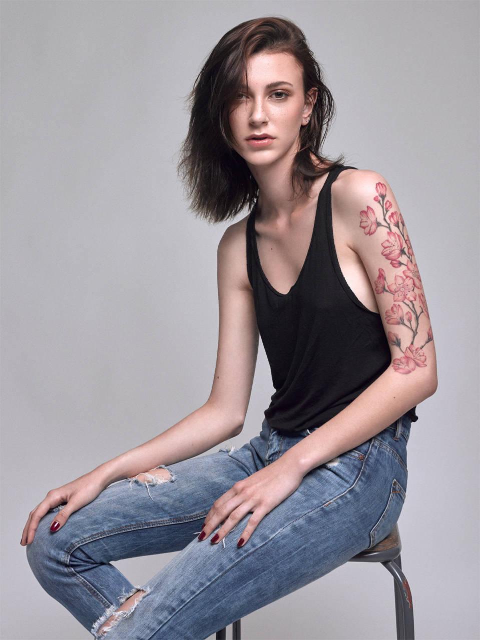Model : Nina Luxereau MUA : Julie Hoyez